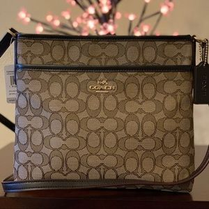 NWT✨Coach Khaki Signature Zip File Crossbody